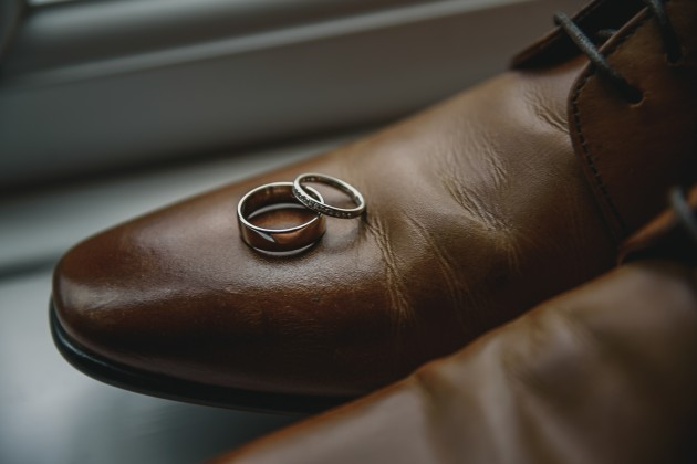 Stan-Seaton-photography-grooms-shoes-with-rings