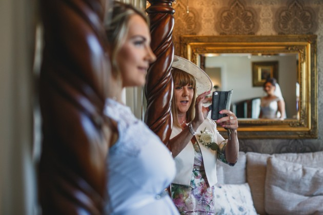 Stan-Seaton-photography-bride-getting-ready-mother-taking-photo