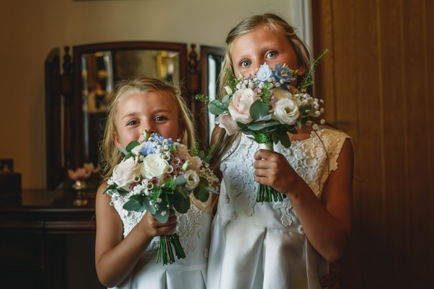 Stan-Seaton-photography-bride-getting-little-bridesmaids