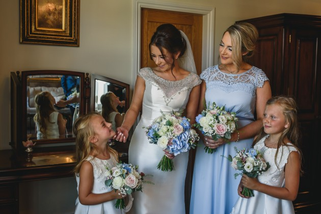 Stan-Seaton-photography-bride-with-bridesmaids