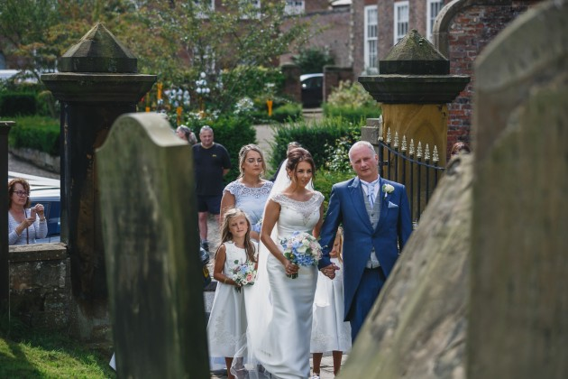 Stan-Seaton-Photography-wedding-car-arriving-at-the-church