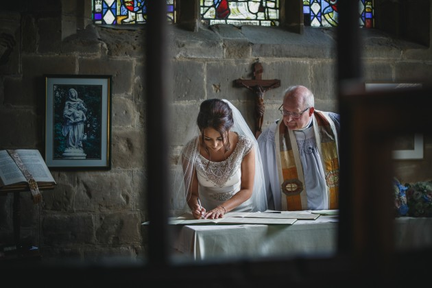 Stan-Seaton-Photography-bride-signing-the-register