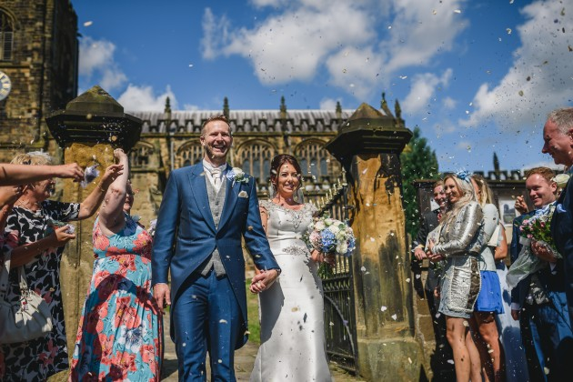 Stan-Seaton-Photography-confetti-throwing-at-church-gate