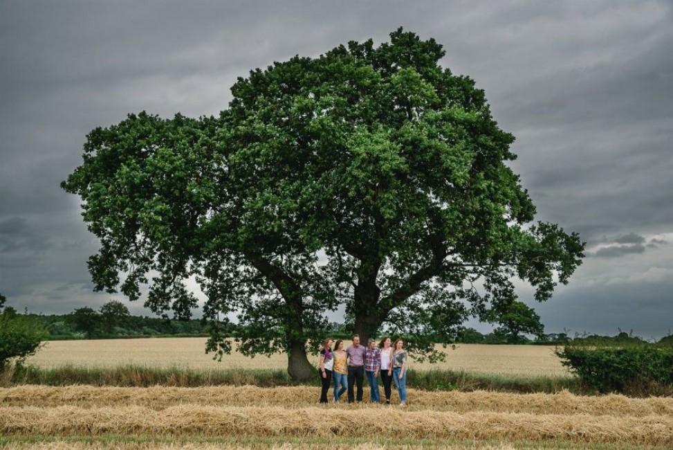 Family location photo shoot in Corn field